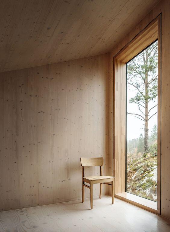 Interior con paredes de madera