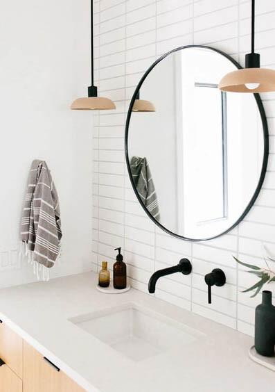 baño con grifos empotrados