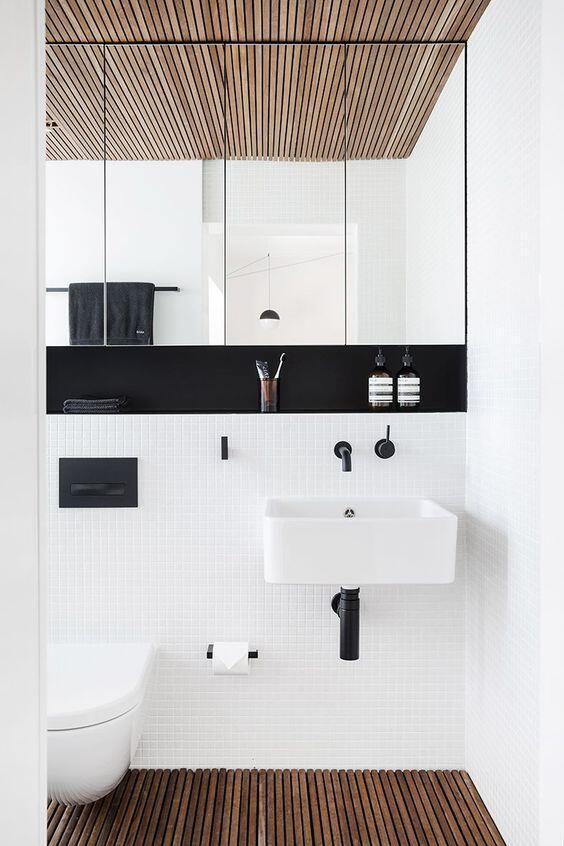 interior de un baño en blanco